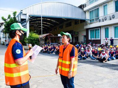 การซ้อมอพยพหนีไฟในโรงงาน พนักงานเอ.เบสท์ได้รายงานข้อูลแก่ผุ้จัดการบริษัท