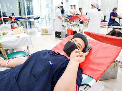 พนักงานผู้หญิงของบริษัทเอ.เบสท์บริจาคเลือดชุสองนิ้วยิ้มแย้ม