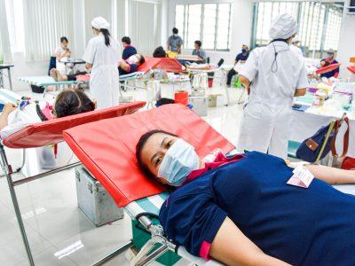พนักงานผู้หญิงของบริษัทเอ.เบสท์บริจาคเลือดให้แก่